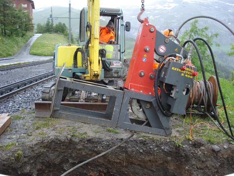 Zuggrube, cable burster is lifted into the working pit © TERRA AG, Reiden, Switzerland