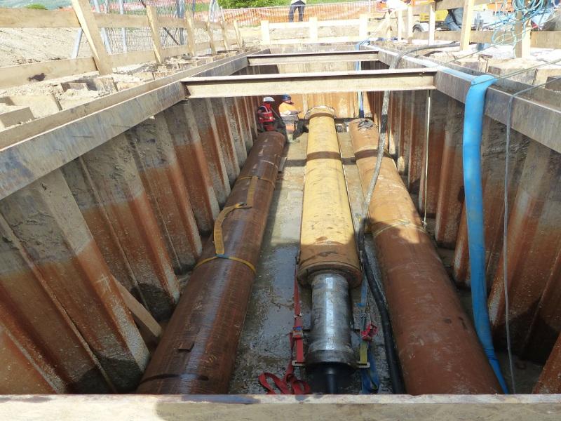 Trinkwasserleitungsverlegung, fresh water pipes underneath highway © TERRA AG, Reiden, Switzerland